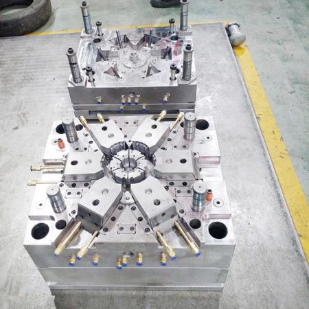 Plastic parts injection molding